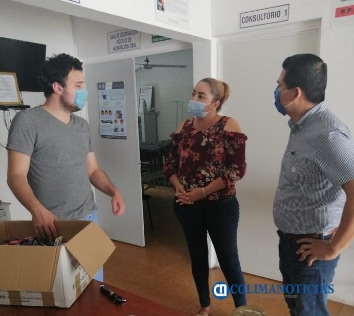 Cumple el regidor Arturo García con la entrega medicamentos al centro de Salud de Madrid