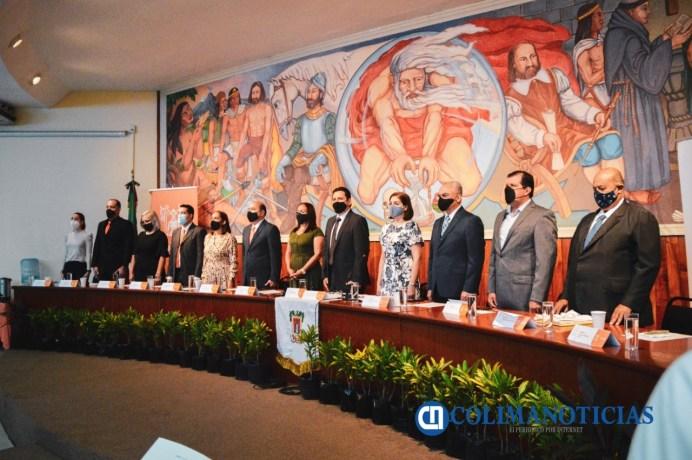 Entrega cabildo de Colima la medalla 'Melchor Ursúa Quiroz' 2020 a Edgar Francisco Figueroa Gutiérrez52