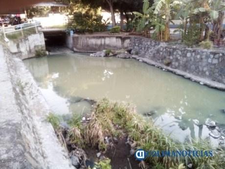 aguas negras en arroyo El Tecolotero