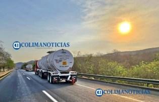 Dos heridos de gravedad tras impactar vehículo a pipa en la autopista Manzanillo Colima