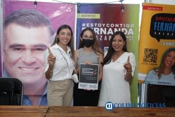Fernanda Salazar firma compromiso en materia de juventud