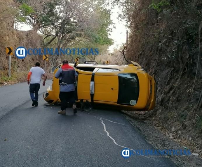 Reportan volcadura de un taxi de Quesería rumbo a Tonila