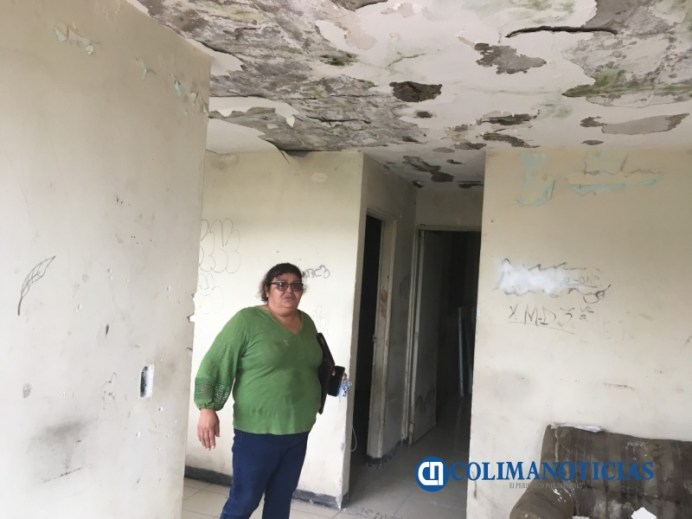 Mujer urge a Infonavit demoler o dar mantenimiento a casa cuadruplex por temor a que se desplome 2