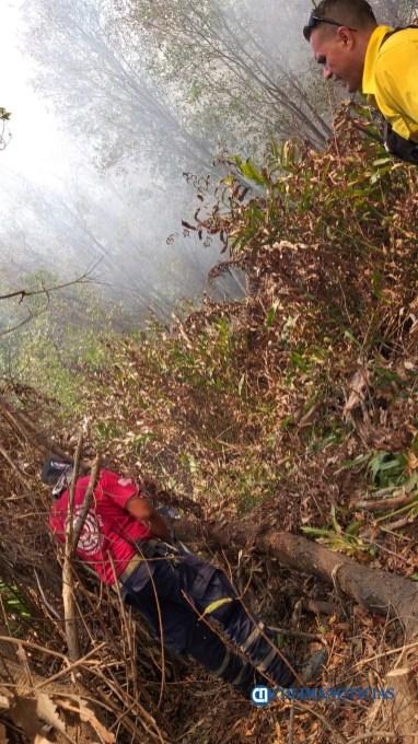 Sofocan incendio de pastizales en el Barrio V del Valle de las Garzas333