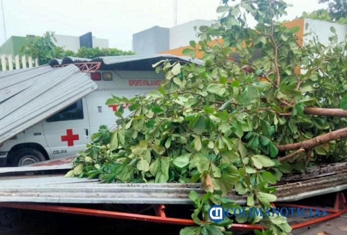 techo cae sobre cruz roja