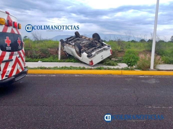 Reportan volcadura de camioneta cerca del hospital Materno Infantil en VdeÁ