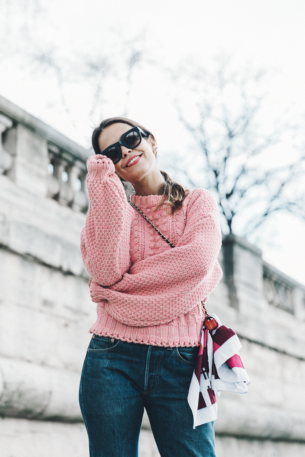Pink_Sweater-Vintage_Coat-Sandro_Sneakers-Outfit-Street_Style-19