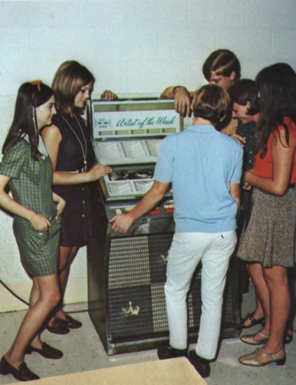 60s-jukebox-teenagers-vintage