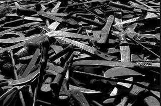 Machettes utilisées pendant le génocide des Tutsi au Rwanda