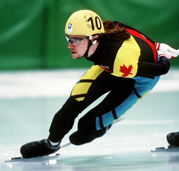 Marc Gagnon du Canada participe à une épreuve de patinage de vitesse courte piste aux Jeux olympiques d'hiver de Lillehammer de 1994. (Photo PC/AOC).