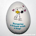 Snoopy Hugging Woodstock 'Surprise a friend with a hug' Egg Figurine