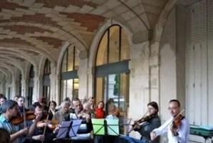 Mozart under the arcade