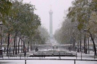 Paris snow December 9, 2010, Genie of liberty, Bastille