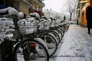Paris snow storm December 9, 2010 Velib' bikes at Place Pigalle