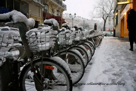 Paris snow storm December 9, 2010 Velib' bikes at Place Pigalle