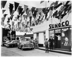 Berenice Abbott Sunoco service station, Trenton, New Jersey 1954, Jeu de Paume