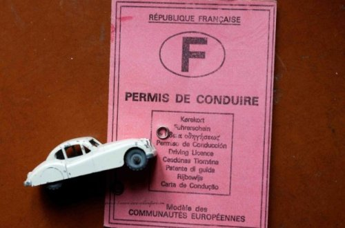 Citroen model car in front of French Driver License permis de conduire