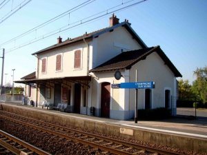 Take a train to Champagne sur Seine and bike to Moret sur Loing