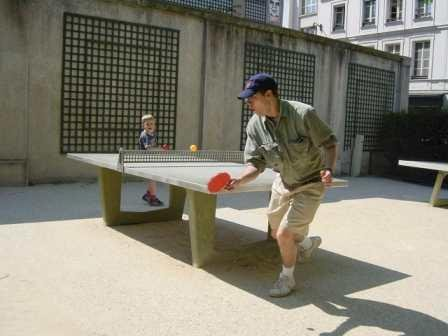 ping pong with children in Paris parks