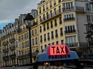 Parisien Taxi at Saint Paul with light pole and buildings in the background at the split of rue Saint-Antoine and rue de Rivoli