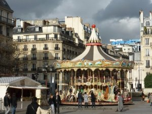 Free carousels during holiday season in Paris, Hotel de Ville plaza