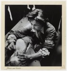"René Zuber ""The Liberation of Paris – Anne-Marie Dalmaso, caring for the wounded, 21 August 1944."" Original photography © René Zuber collections Reproduction: © Carnavalet Museum ;/ Parisienne de photographie"