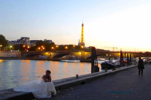 Taking a break during the photo session Port des Champs Elysées
