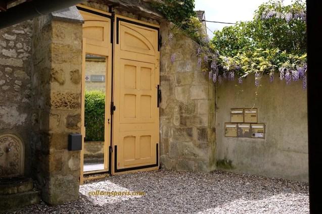 Auvers-sur-Oise entry coach door