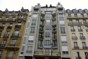 25 bis, rue Franklin (1903), reinforced concrete no bearing walls (Architects: Auguste, Claude and Gustave Perret)
