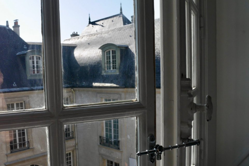 Renaissance architect and carpenter, Philippe Delorme, is known for the rounded rooftop design