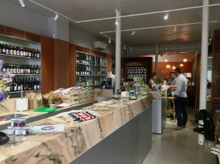 Interior of l'Epicerie de Loïc B