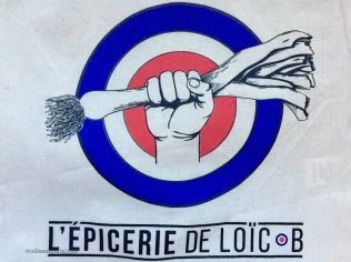 Image of logo for epicerie de Loïc B hand holding leek