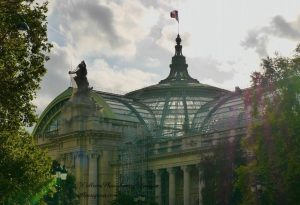 Image of Grand Palais scaffolding and veiled statue