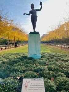 Greek actor statue in the Luxembourg Gardens with autumn leaves