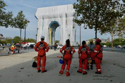 Alpiniste technicians on break from Arc de Triomphe Wrapped