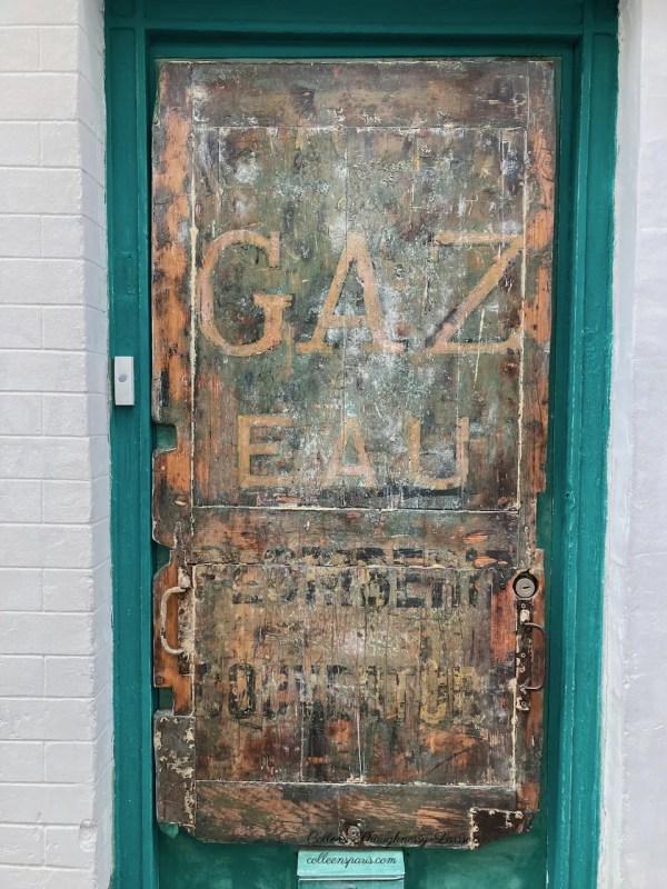 Former hotel door on rue Thorlozé