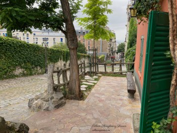 Scene in front Au Lapin Agile looking down Rue Saules