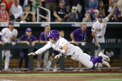 2017 College World Series: LSU defeats FSU 5-4.