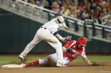 2017 College World Series: TCU eliminates Louisville 4-3.