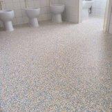 Baños guarderia con pavimento vinílico (PVC) Granit
