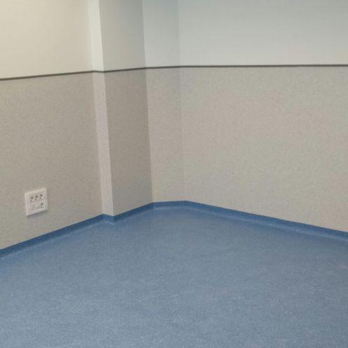 Centro con revestimiento y pavimento vinílico (PVC)