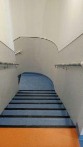 Formación media caña en pared curva con pavimento vinílico (PVC)