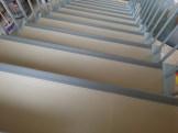 Forrado de escaleras con pavimento vinílico (PVC) y cantoneras de goma