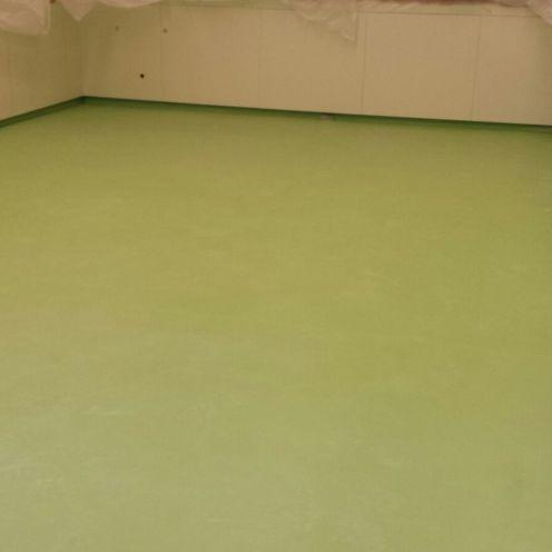 Quirofano con pavimento conductivo y revestimiento vinílico (PVC)