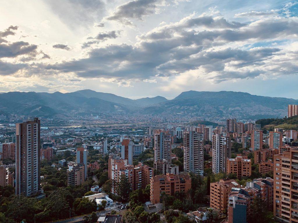 Medellín entra en el top 3 de los destinos turísticos más buscados para viajar después de la cuarentena   Marca País Colombia