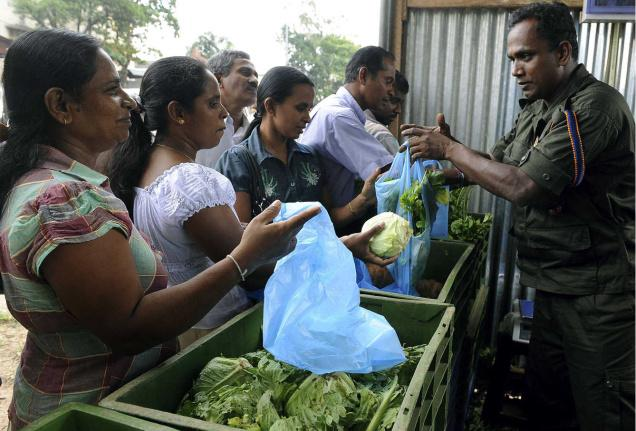Army selling vege - colombo telegraph pic thehindu