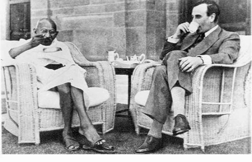 Gandhi_and_MountbaHTMtten_drink_tea