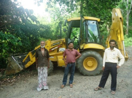 Community activist, Thompson Banda, with the bulldozer operators – May 5th 2016