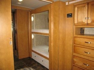 ITASCA-SUNSTAR-35B-Bunk-Beds