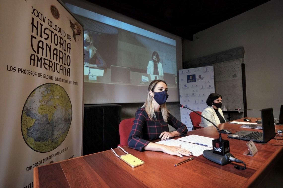 Guacimara Medina y María Antonia Perea en la sesión de apertura del Coloquio celebrada en la Casa de Colón